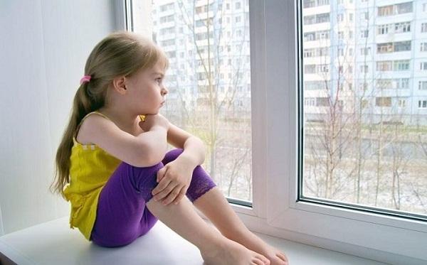 Cần phải chú ý thật kỹ tới trẻ nhỏ khi sống tại các khu chung cư